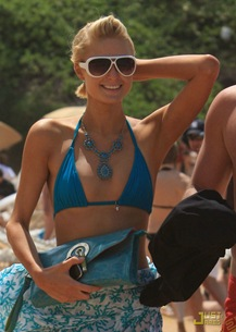 paris-hilton-doug-reinhardt-beach-05