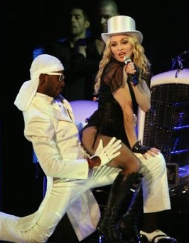 madonna-sticky-and-sweet-tour-002