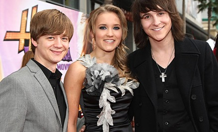 Earles, Emily Osment y Mitchel Musso
