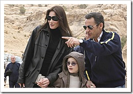 06/01/2008 WIRE: France's President Nicolas Sarkozy (R), his girlfriend Carla Bruni and her son, Aurelien (C), visit the ancient Jordanian ruins of Petra January 5, 2008. REUTERS/Yousef Allan  (JORDAN)