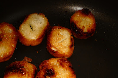 sopa de ajo ニンニク ガーリックスープ garlic soup pan huevo パン 玉子 たまご bread egg