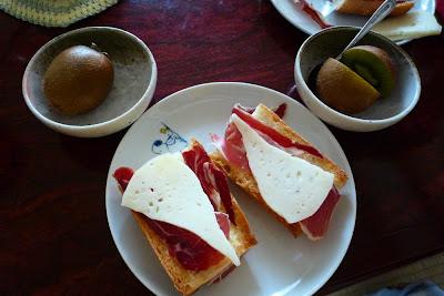 jamón serrano, jamón, queso manchego, queso, cheese, Spanish cheese, ham , Spanish ham,生ハム,チーズ,スペイン,ハモン・セラーノ