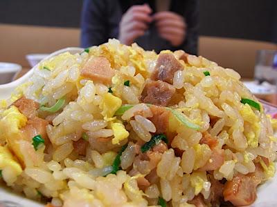 gyoza, 餃子, arroz frito, arroz tres delicias, cerdo agridulce, chahan, yakimeshi, fried rice, sweet sour pork, 酢豚, 焼き飯, チャーハン, 餃子の王将, gyōza
