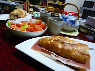 bocadillo, jamón serrano, sandwich, 生ハム, ハモン・セラーノ, turrón, Alicante, Jijona, トゥロン, アリカンテ, バゲット, フランスパン