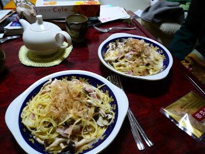 pasta, espaguetis, spaghetti, スパゲッティ, パスタ, shimeji, シメジ, bacon, beicon, katsuobushi, ベーコン, 鰹節, かつおぶし