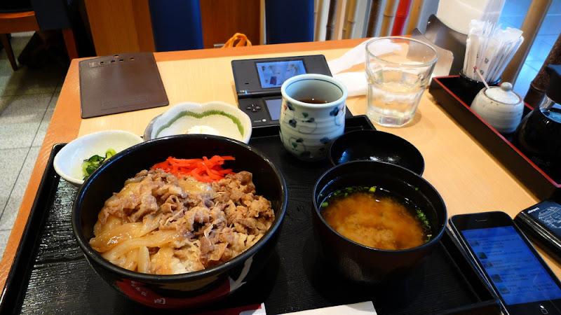 La guerra del gyūdon 牛丼ウォーズ