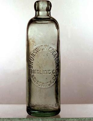 http://lh5.ggpht.com/_bJr8jEeL71E/SSmYFGUDdjI/AAAAAAAAFxg/UB5SEx9AYzU/s400/lg_hutchinson_bottle.jpg