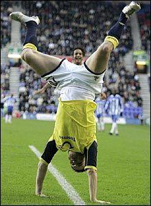 http://lh5.ggpht.com/_bKN77pn74dA/S6eZLifDlMI/AAAAAAAADWI/nFEMAegnmcg/funny-football-pictures-2.jpg