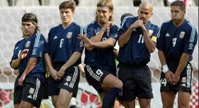 http://lh5.ggpht.com/_bKN77pn74dA/S6eZb4iuOII/AAAAAAAADWM/AtU11jp6O2Q/funny-football-pictures-12.jpg