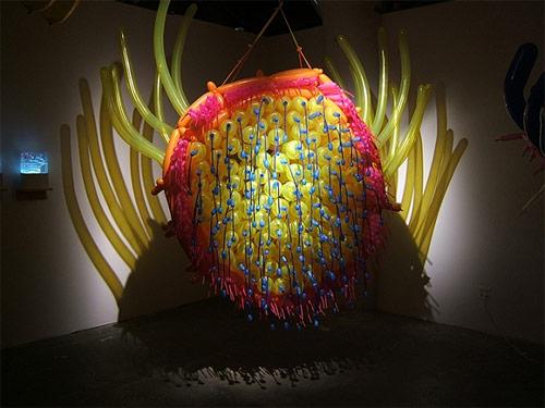 http://lh5.ggpht.com/_bKN77pn74dA/TLUezzc8LhI/AAAAAAAAEYo/JbOLt-CTdEw/jasonhackenwerth_balloon_12.jpg