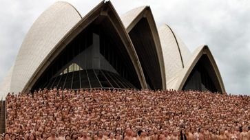 telanjang_massal_sydney_opera_house