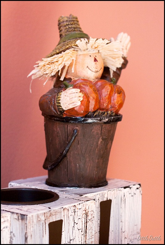 Fall-Decoration---scarecrow