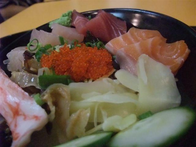 大碗平價美食--生魚片丼飯
