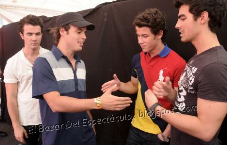 Benjamin Rojas y los Jonas Brothers_0005.png