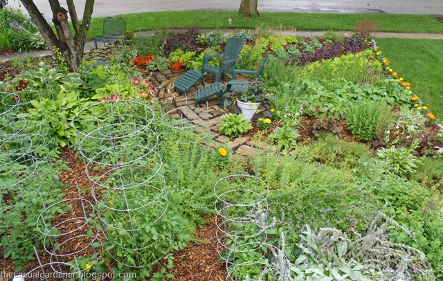 Design ideas for front yard fruit and vegetable gardens for Edible garden designs