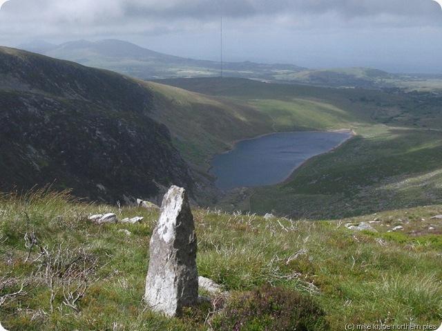 stone lake crag mynydd graig goch