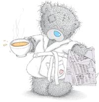 bamse med en kopp kaffi og en avis