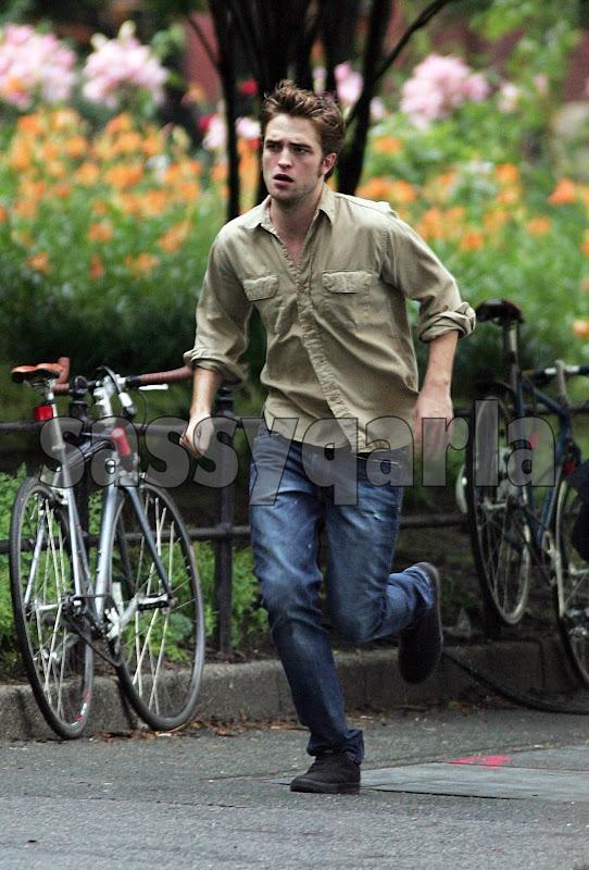 Robert-Pattinson-Running