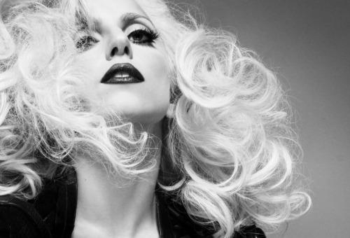 http://lh5.ggpht.com/_c9BPAbXRnys/S3Ps16DiK5I/AAAAAAAAGOY/heDMwlXUFtI/s800/Lady-Gaga-Tom-Munro-Homotography-7.jpg