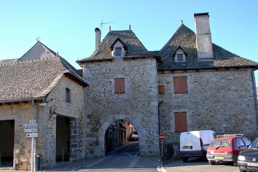 Villes et villages de charme du Cantal Montsalvy+++22