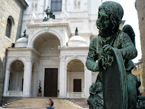 Statue in from of government building, Bergamo, Italy