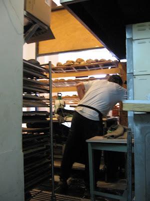 מוטי ליד התנור