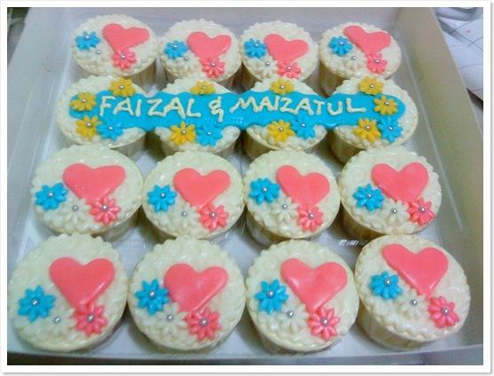 Fondant Cupcakes for Hantaran-1