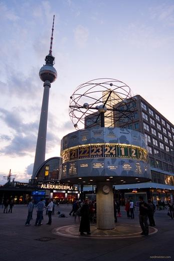 Berlin - Alexanderplatz mit Weltzeituhr und Fernsehturm