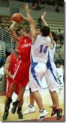 黎巴嫩隊艾斯特芬(左)