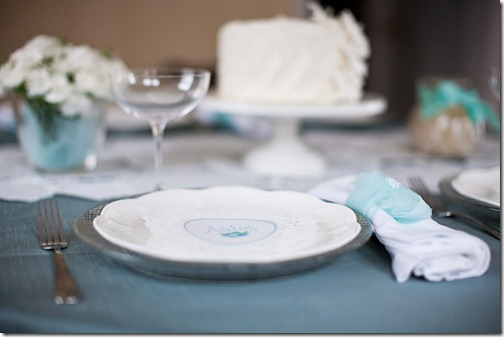 jade-teal-white-table-settings