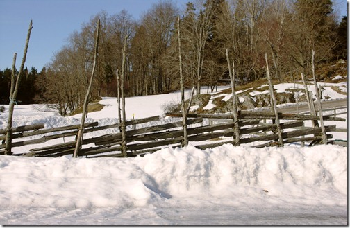 nynäs castle - old, traditional wooden fence