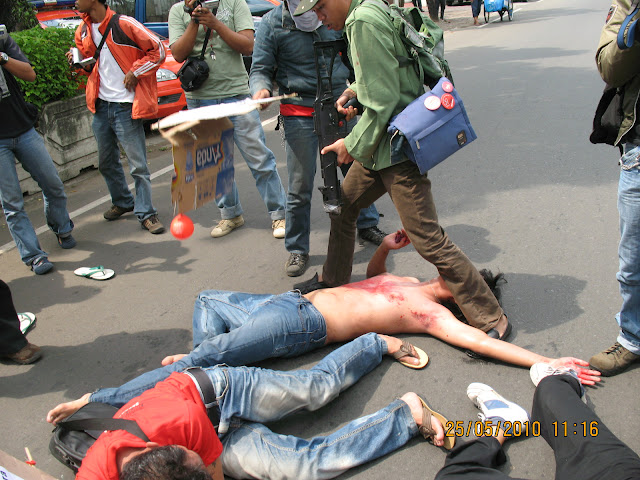 Indonesian activists dramatise the May 19th army crackdown