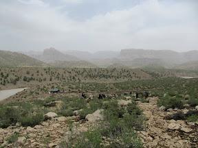 کوه کمچه خدا در میانه تصویر بصورت دیواره ای نمایان است