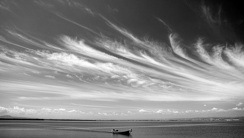 bw-clouds-sea