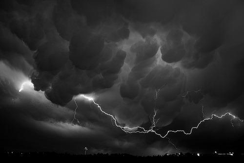 bw-lightning