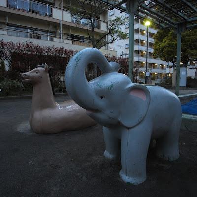 公園遊具:西三児童公園の象と馬
