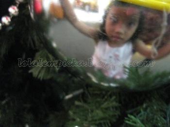 sophia_christmas_tree_2