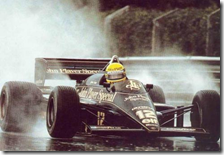 Ayrton Senna al volante della Lotus-Renault nel gran premio del Portogallo 1985