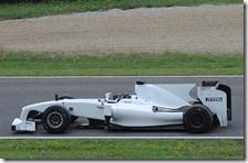 Heidfeld con la Toyota 2009 prova le gomme Pirelli