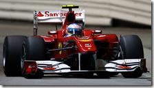Alonso con la Ferrari nelle qualifiche del gran premio di Singapore