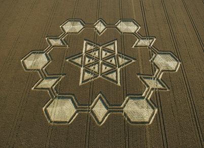 44-Avebury-Henge-Wiltshire-24-07-05-Wheat-OH