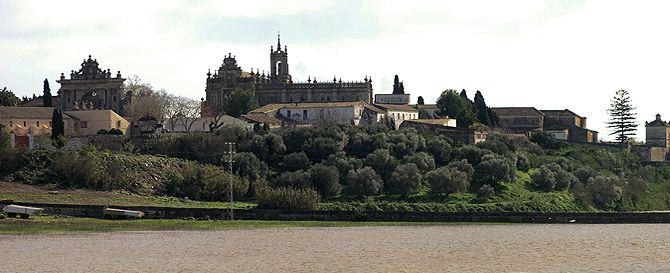 'Laguna' a las puertas del monasterio de La Cartuja