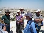 רועי פורת מוקף במרצי המחלקה ללימודי ארץ ישראל במכללה האקדמית כנרת