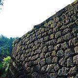 金沢城の石垣。石垣の建てられた年数によって、石垣の組み立て方も様々。