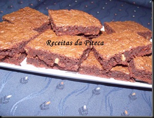 Brownies de chocolate preto e nozes