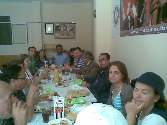 19 Mayıs 2010 Cumhuriyet Alanındaki Atatürk Anıtına çelenk Koyma Töreni ve Kahvaltı Toplantısı!   Resmi büyük görmek için lütfen tıklayınız...