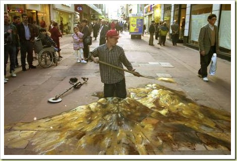 23-amazing-3d-sidewalk-art-gold4