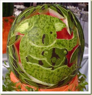 http://lh5.ggpht.com/_dlkAw43cLC0/SUGJdNFPdVI/AAAAAAAABvM/O1xoatw3o4U/s800/13-fruit-and-vegetable-art-watermelon-carving5-thumb1.jpg