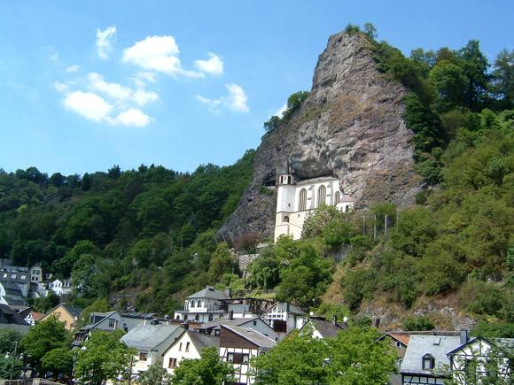 20-Unusual-Churches-PII-felsenkirche1-