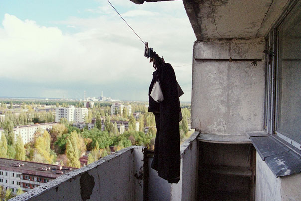 http://lh5.ggpht.com/_dlkAw43cLC0/ScyyWEJAdMI/AAAAAAAAEGg/qRSop5xVxmo/s800/Chernobyl-Today-A-Creepy-Story-told-in-Pictures-buildings2.jpg